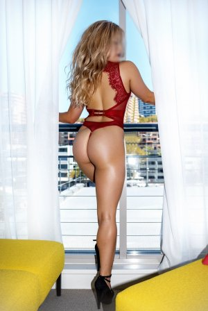 Dolaine escort girls in Independence
